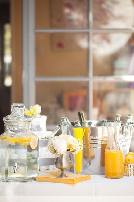 amarillo y gris bebidas