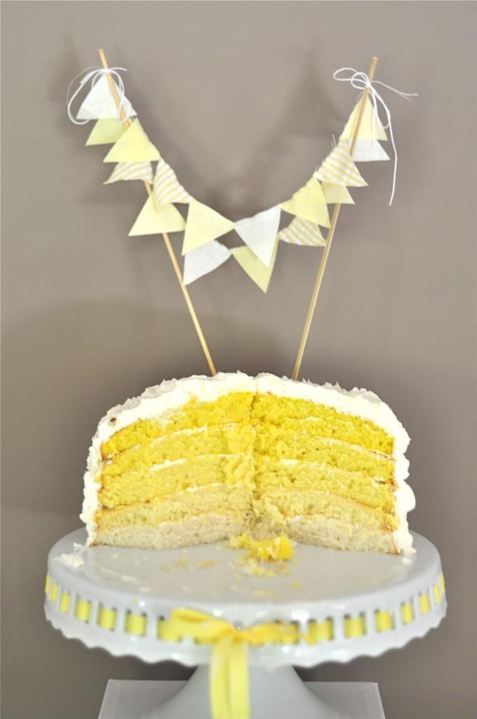pastel amarillo