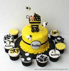 Tarta amarilla y negra