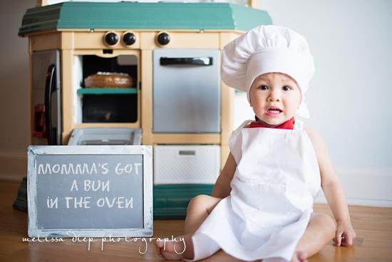 anunciar embarazo - mama tiene un pastel en el horno