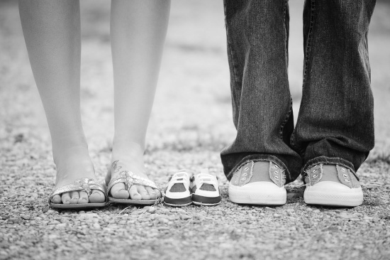 anunciar embarazo - zapatos familia