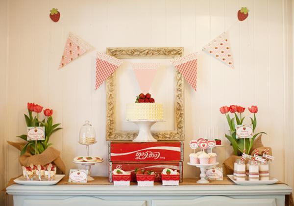 mesa comida fresas
