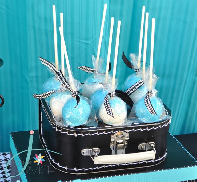 babyshower azul rock - cake pops