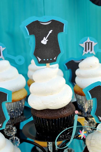 babyshower azul rock - cupcakes