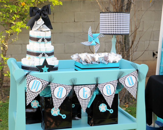 babyshower azul rock - mesa regalos