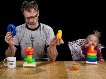 el mejor padre del mundo - jugando