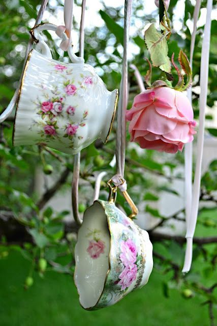 babyshower tea party - tazas colgando